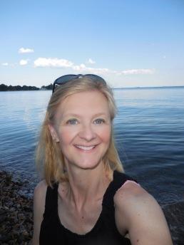 Cathy Mealey headshot